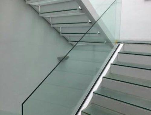Escalier spectaculaire en verre – Aramar Ravitaillement pour le Verre